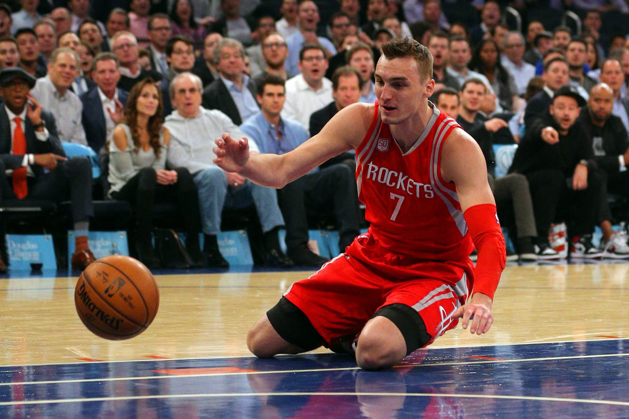 Watch: Sam Dekker Hits The Deck In Madison Square Garden